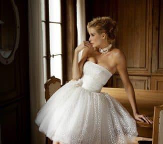 короткое платье с пышной юбкой и корсетом