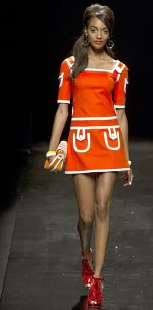 мини платье в стиле 60 х годов