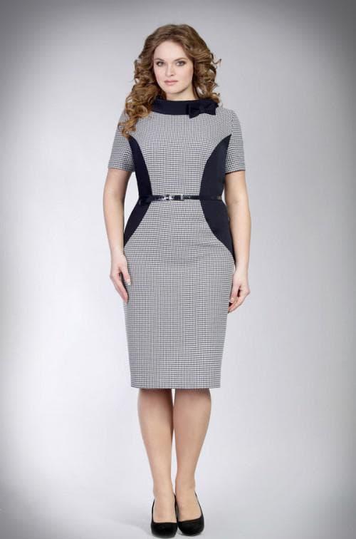 платье с контрастными вставками на боках для полных