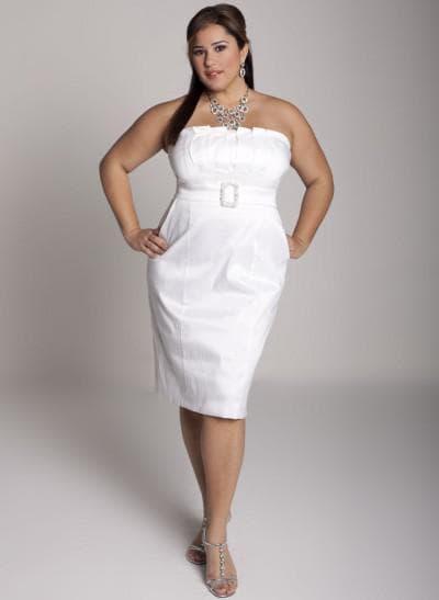 белое платье с открытым верхом большого размера