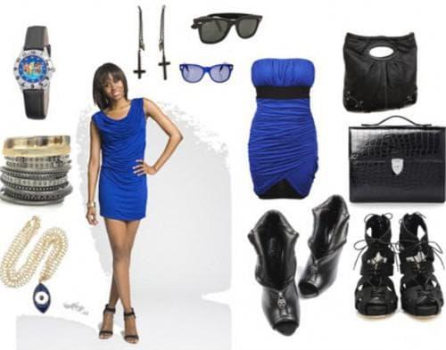 синее платье с чёрным аксессуаром