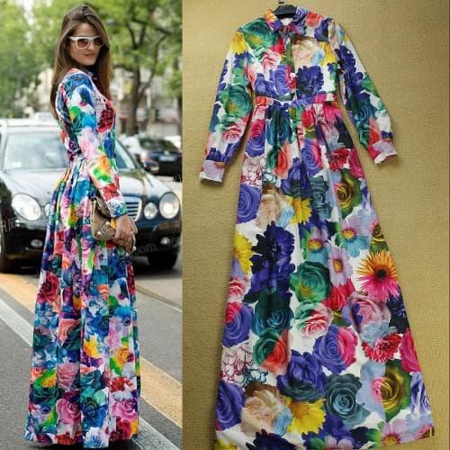 платье с цветным принтом и украшения