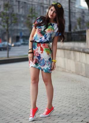 лёгкое платье и кеды