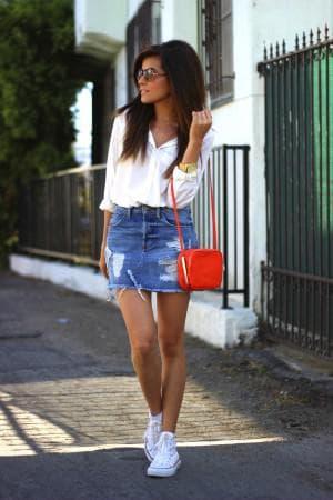 джинсовая юбка и кеды