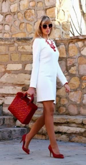 розовые туфли к белому платью