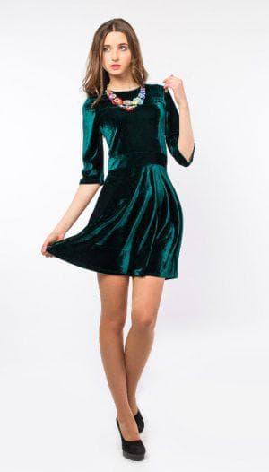 бархатное платье изумрудного цвета