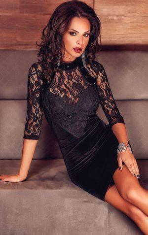 чёрное платье из бархата с кружевом