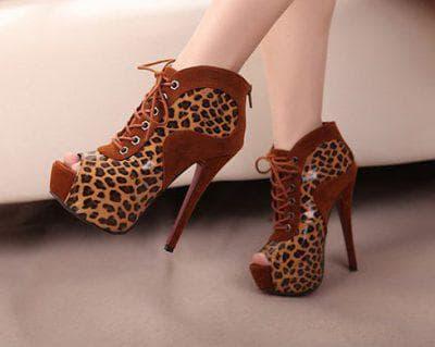 бордовое платье с леопардовыми туфлями