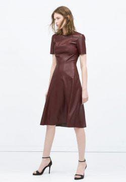 кожаное бордовое платье