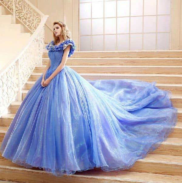Приталенные свадебные платья: кружевные, со шлейфом